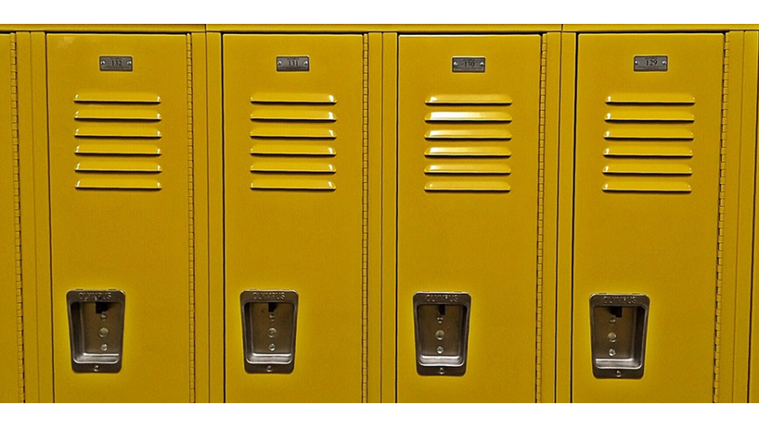Crooks raid students' lockers