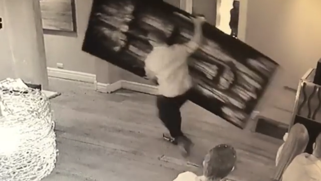 Man Grabs Artwork In Brazen Daylight Theft
