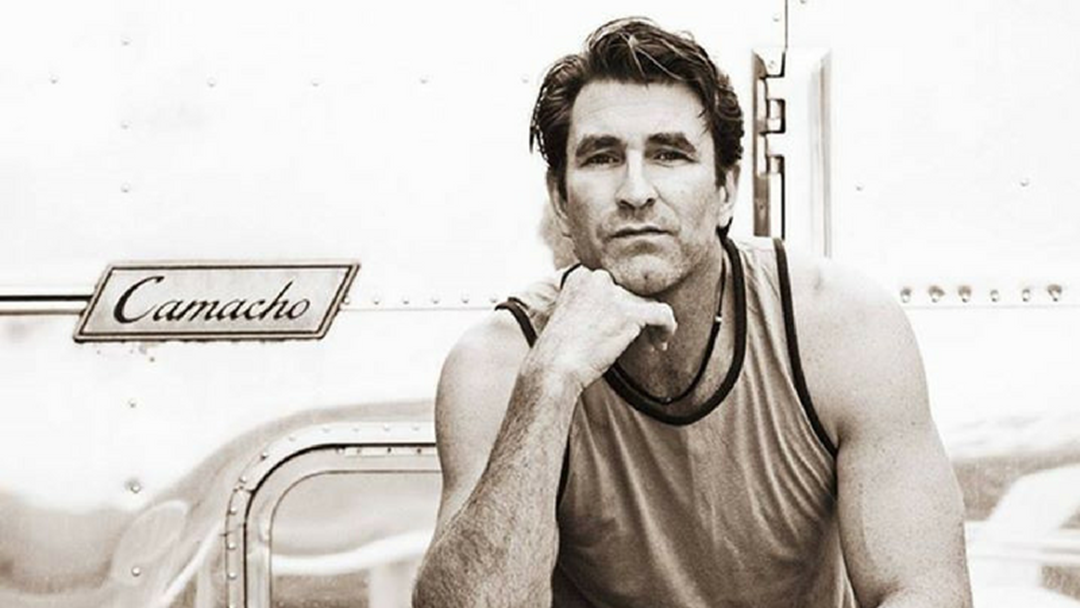How would Pete Murray look with a moustache?
