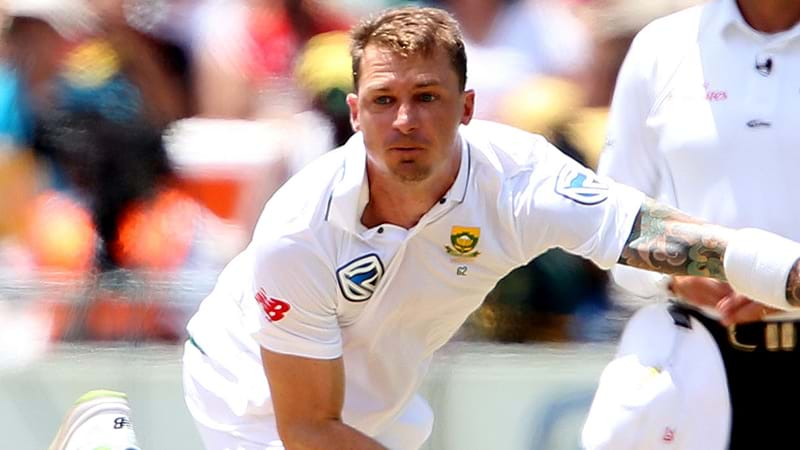 Dale Steyn injures heel on return from shoulder problems
