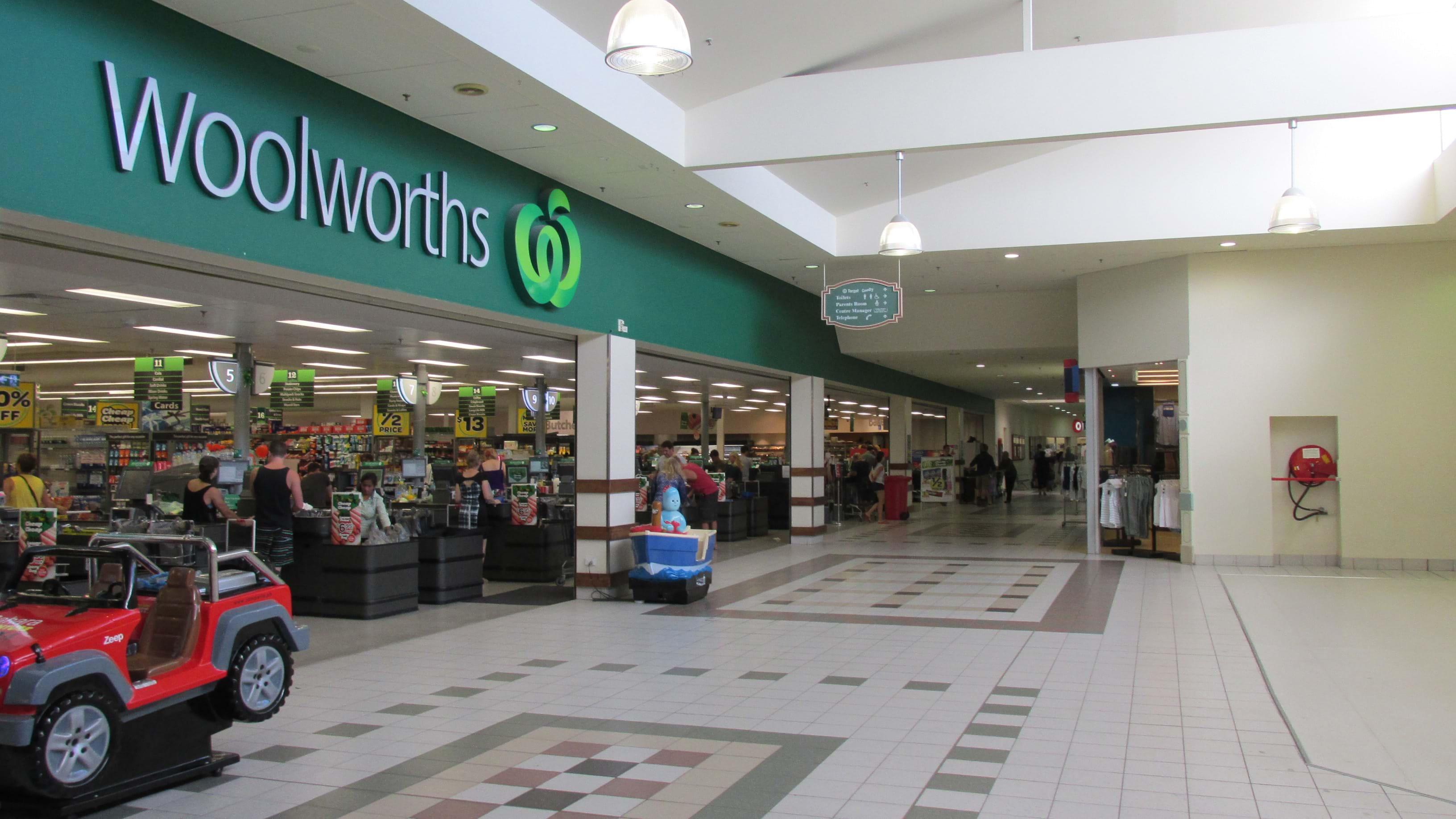 Woolworths shuts doors across the country due to IT outage