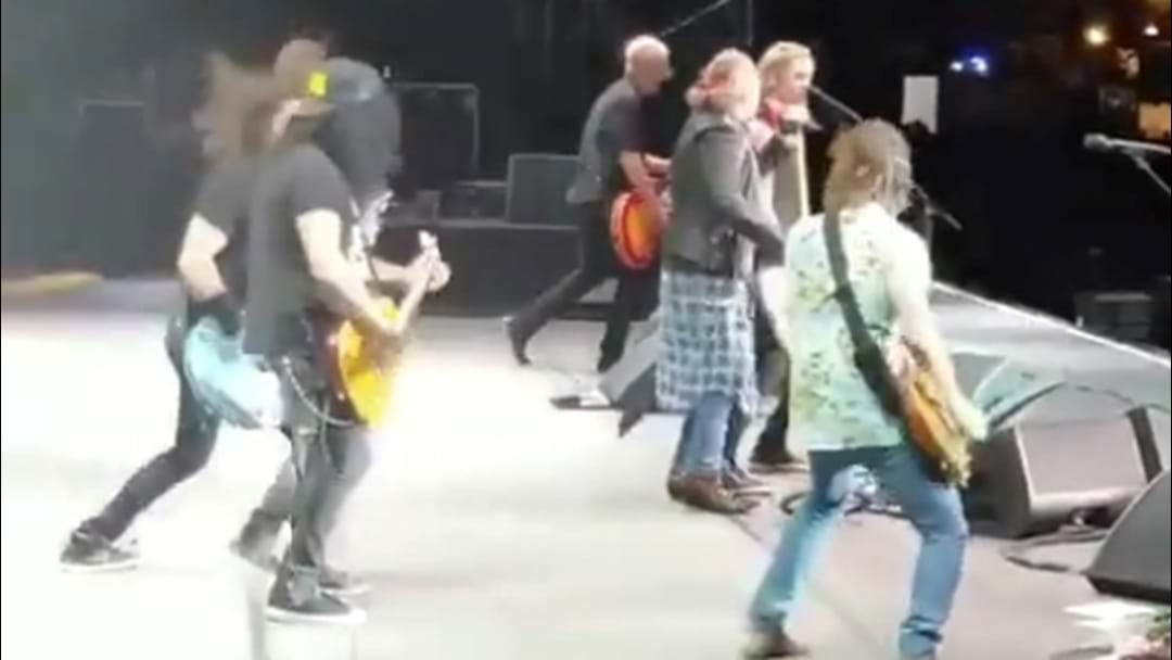 WATCH: Foo Fighters Join Guns N' Roses LIVE On Stage