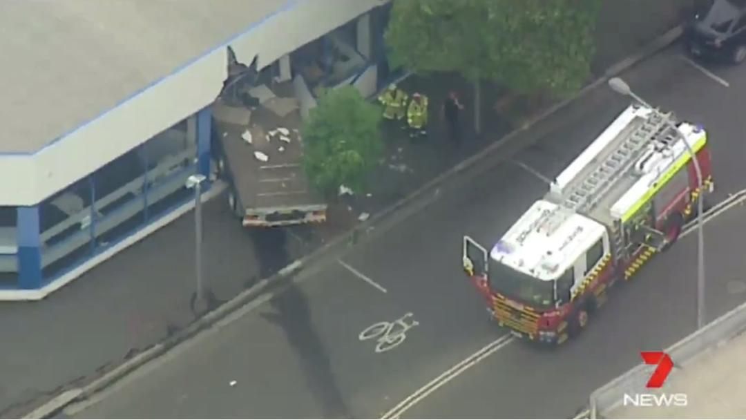 Queen St In St Marys Closed After Truck Mounts Footpath, Ploughs Into Building