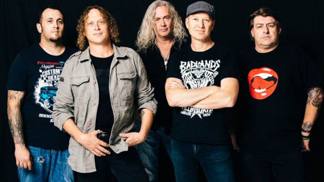 Pinky Has A Bone To Pick With Screaming Jets Lead Singer Dave Gleeson