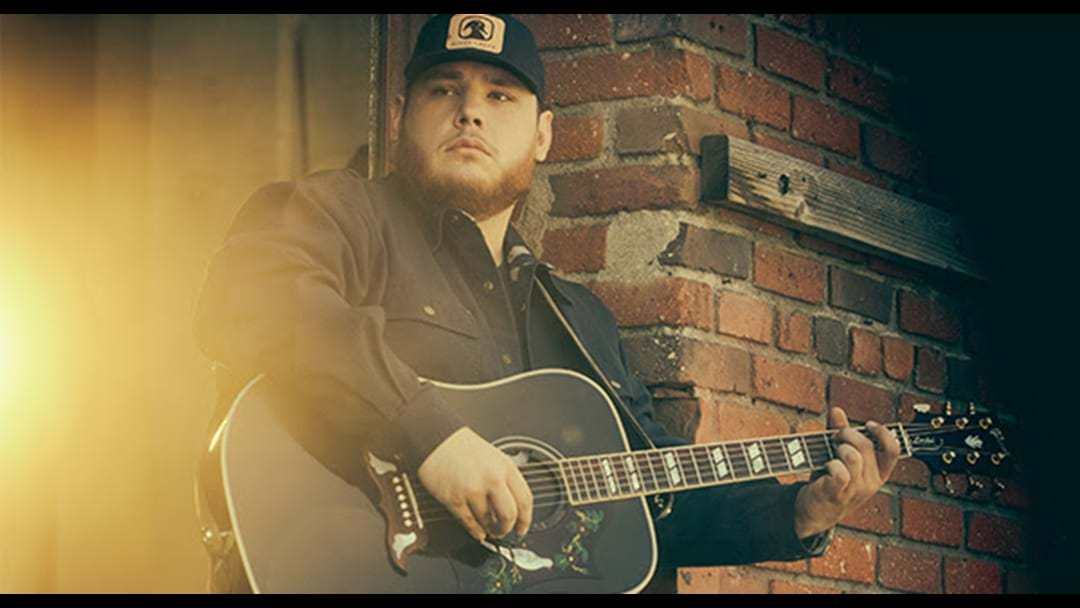 Luke Combs Wins 2019 ACM New Male Artist of the Year Award