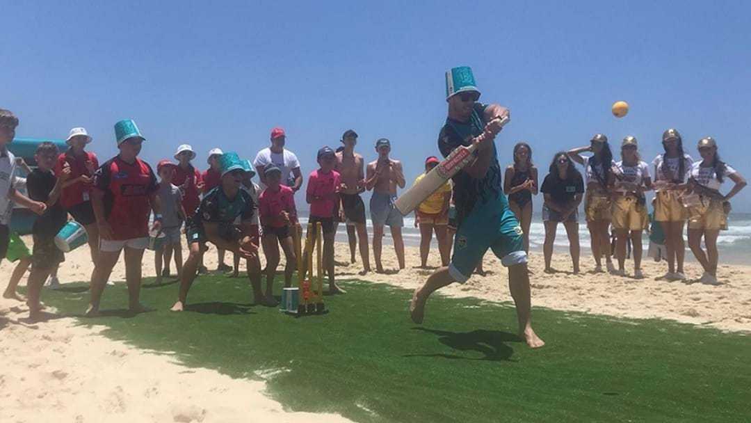 Big Bash Stars Play Beach Cricket Before Real Deal