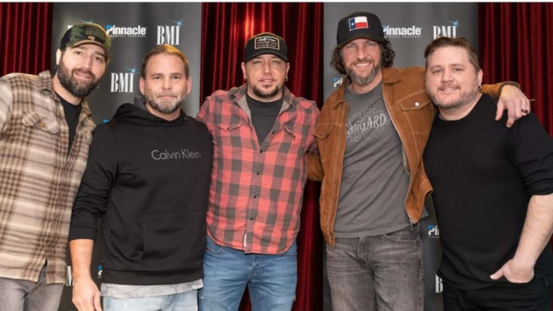 Jason Aldean Celebrates 21st Number One