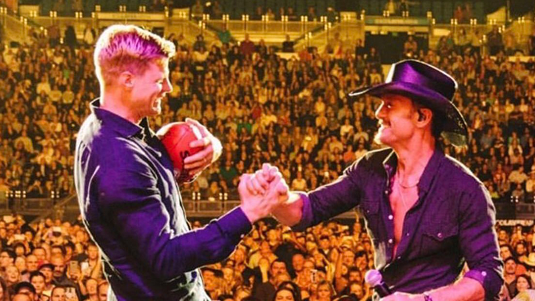 Nick Riewoldt Joined Tim McGraw On Stage To Kick Footys Into The Crowd