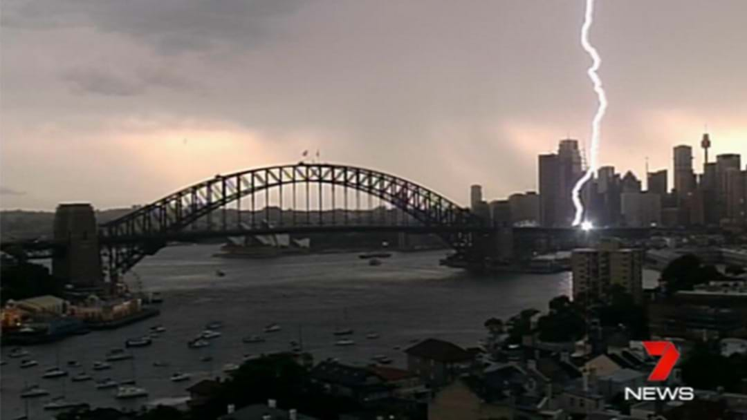 Amazing Footage Of Lightning Hitting The Harbour Bridge